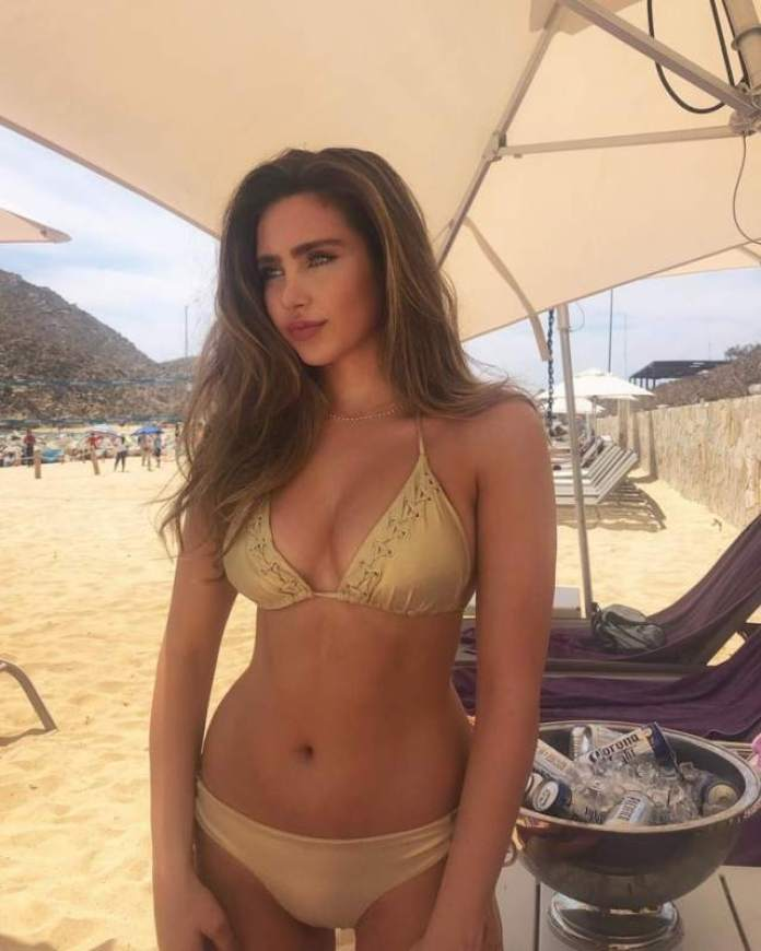 Ryan Whitney Newman Sexiest Pictures (40 Photos)