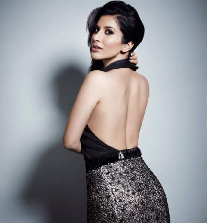Sophie Chaudhary Sexiest Pictures (40 Photos)