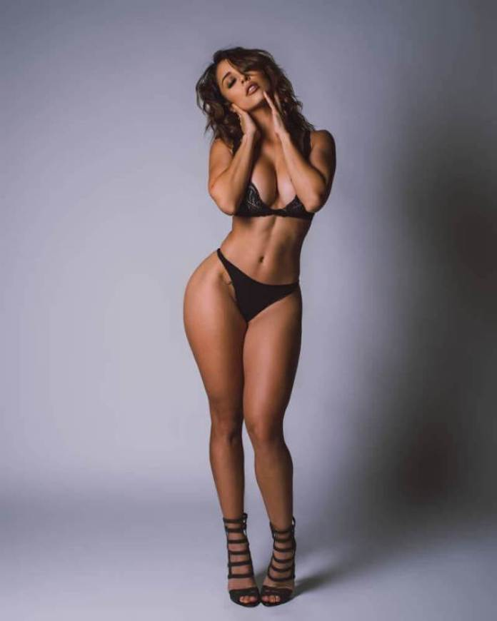 Tianna Gregory Hottest Pictures (40 Photos)