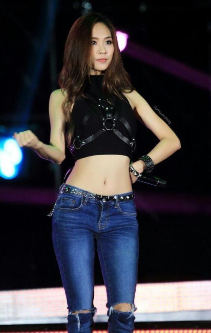 Wang FeiFei Hottest Pictures (40 Photos)