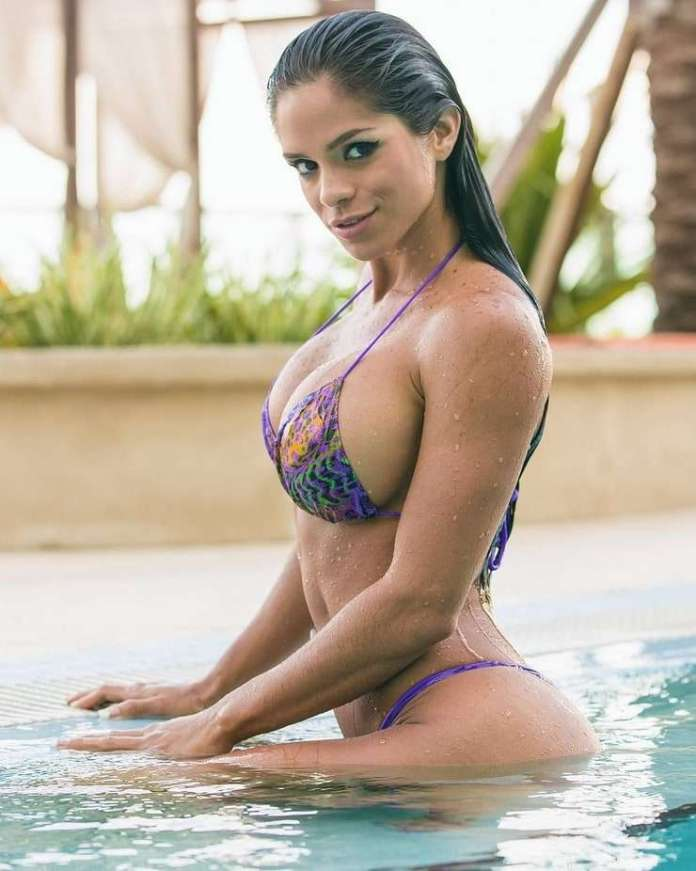 Michelle Lewin Sexiest Pictures (39 Photos)