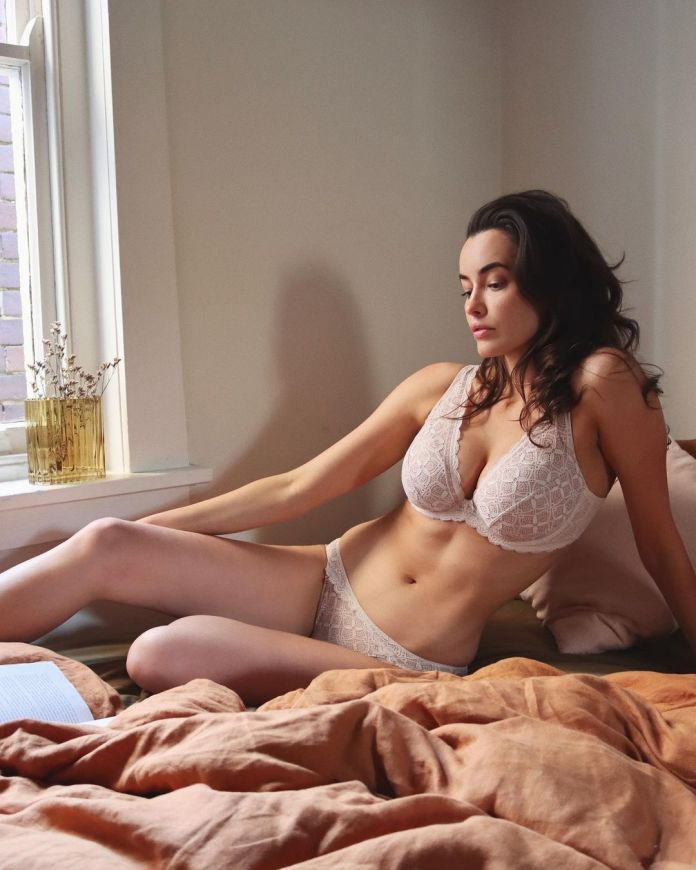 Sarah Stephens Hottest Pictures (40 Photos)