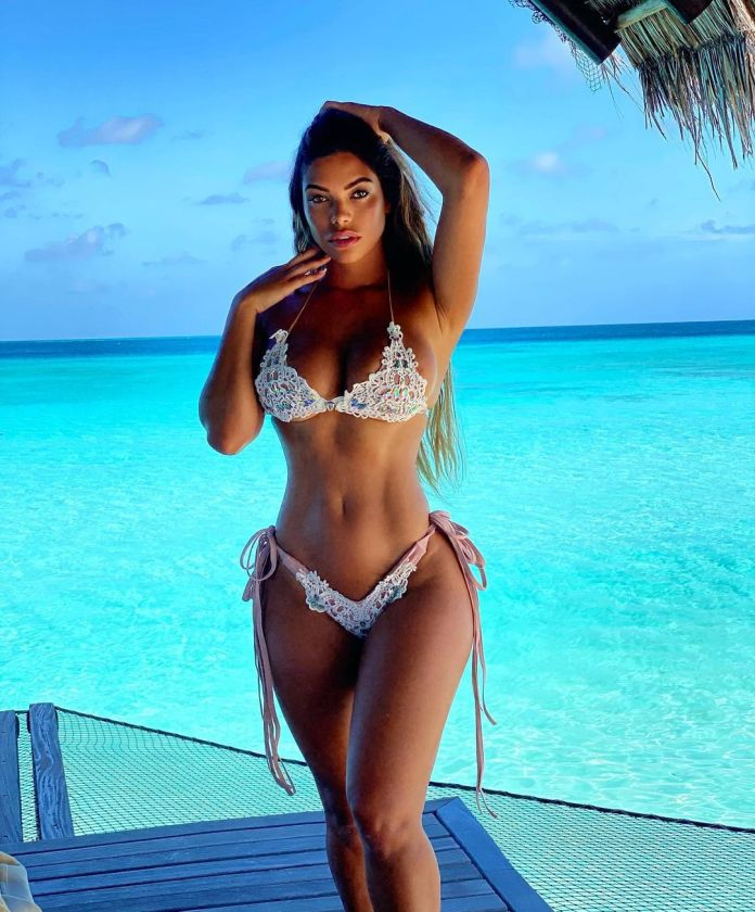Suelyn Medeiros Hottest Pictures (40 Photos)