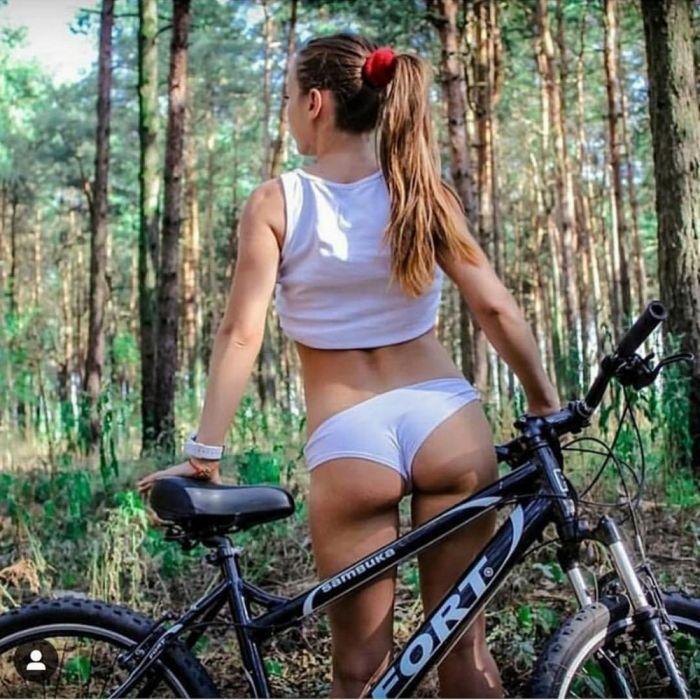 Hot Girls Like To Ride Bicycle (40 Photos)